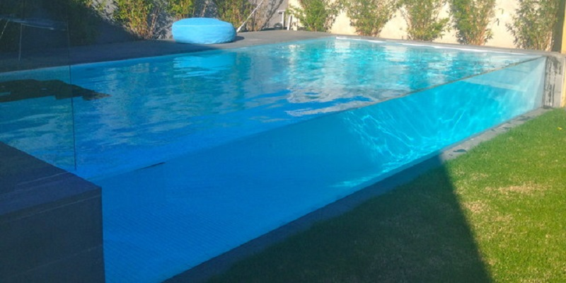 AQUASTUDIO GLASS WALL SWIMMING POOL